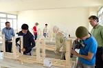 Schüler bei der Bank-Installation in Marokko