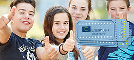Schülerinnen und Schüler freuen sich über Erasmus+ Akkreditierung