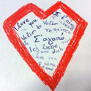 gezeichnetes Herz mit Wörtern