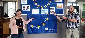 Stefanie Schwrtzina und Ulrich Hausmann betreuen die Projektgruppe Internationale Beziehungen der Walther-Groz-Schule