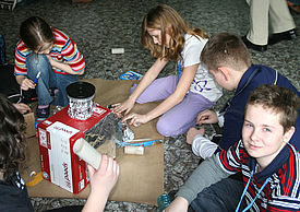 Kinder beim Erfinder-Workshop
