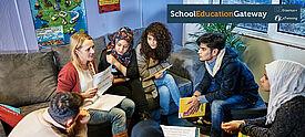 Eine Gruppe Jugendlicher beim Sprachenlernen