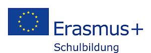 Europäische Flagge und Schriftzug Erasmus+ Schulbildung