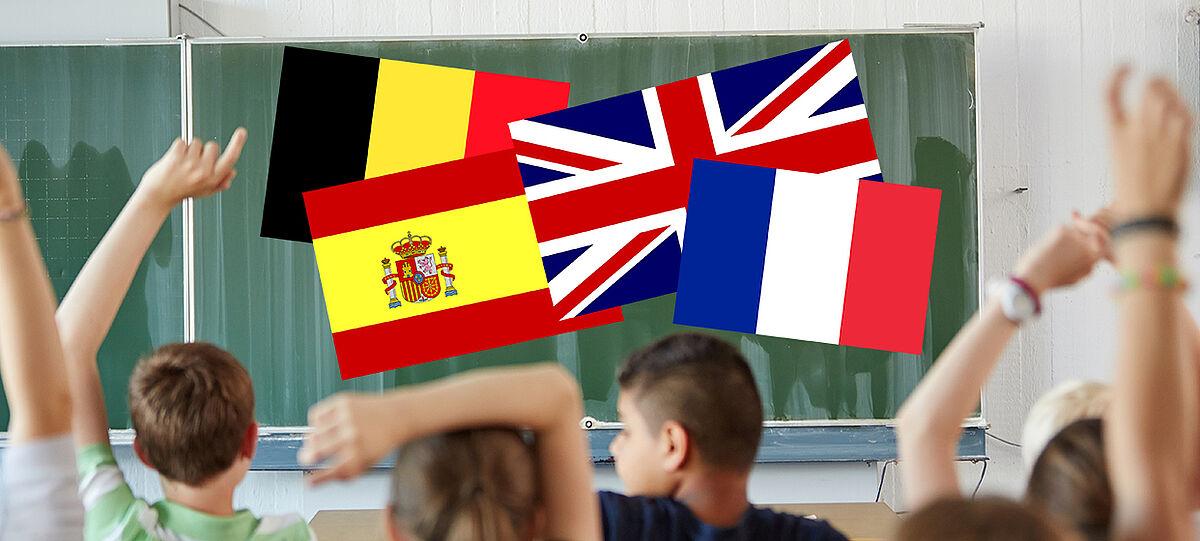 Tafel im Klassenzimmer mit Länderfahnen
