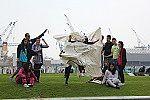 Schülerinnen und Schüler posieren für die Kamera