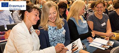 Erasmus+ Moderatorinnen Ines Buske und Ricarda Geidelt beim Kick-Off in Dresden