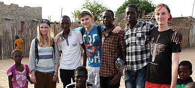 Schulpartnerschaft in Afrika: Schülerinnen und Schüler gemeinsam im Senegal