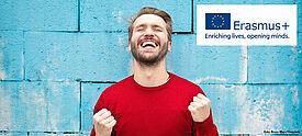 Lehrer freut sich über Erasmus+ Antrag