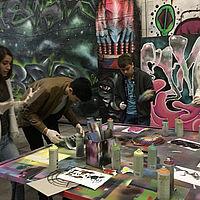 Jugendliche in einem Workshop