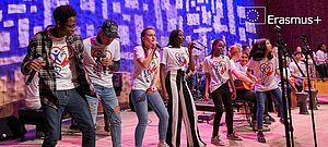 Schülerband auf Bühne