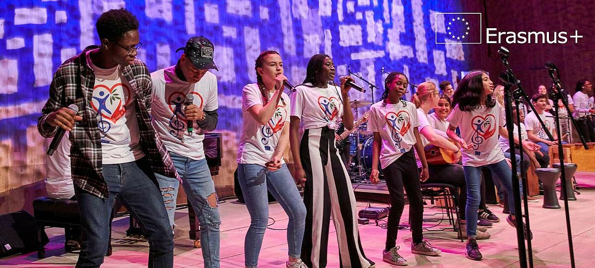 Schülerband auf der Bühne
