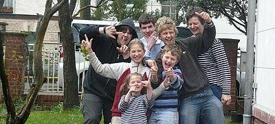 Familie in einem Garten