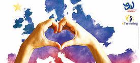 Motiv des 67. Europäischen Wettbewerbs: zwei Hände formen ein Herz vor gemalter Europakarte