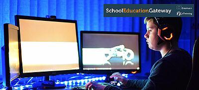 Junge sitzt vor drei Bildschirmen an einem Computerspiel