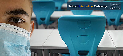 Schüler mit Mund-Nasen-Schutz im Klassenraum