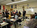 Die Schülergruppe bei der Probe im Klassenzimmer