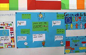 Selbst gestaltete Plakate zur Europawahl