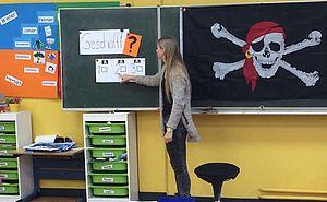 Lehrerin an der Schultafel