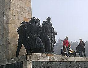 Revolution-Denkmal in Fruska-Gora (Serbien)