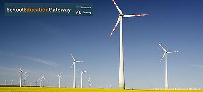Windräder in einem gelben Feld