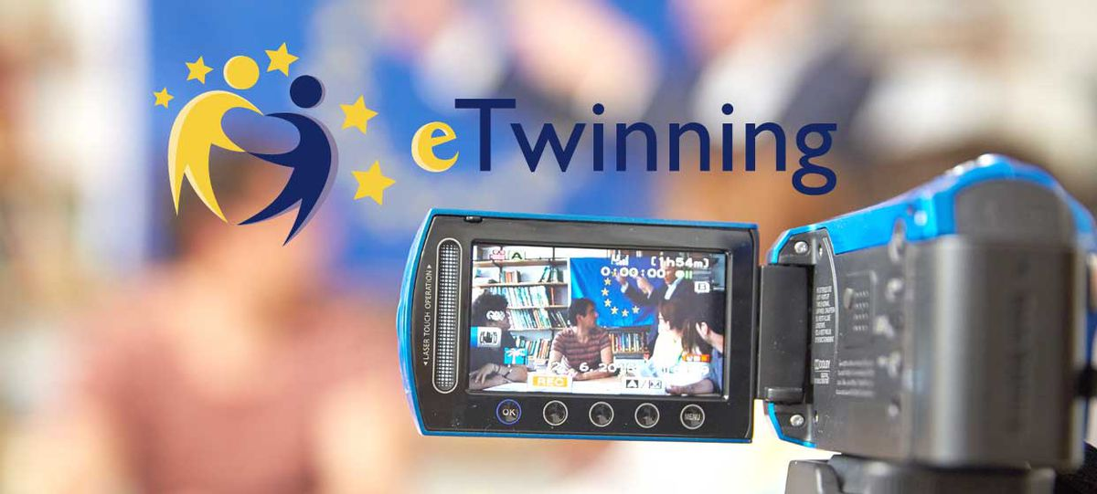 Logo eTwinning mit Videokamera