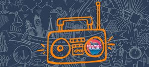 Grafik eines Radios mit Erasmus+ im Hintergrund