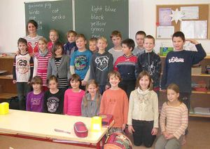 Gruppenbild in Schulklasse
