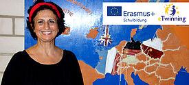 Lehrerin Estrella Löwe-López steht vor einer Europakarte