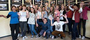 Gruppenfoto im Schulraum