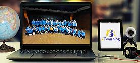 Virtueller Schüleraustausch: Partnerschulen tauschen sich online über Laptop und mit eTwinning aus