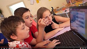 Schüler vor Notebook