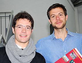 Zwei Fremdsprachenassistenten arbeiten im Tandem