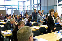 Teilnehmer/-innen an Seminartischen